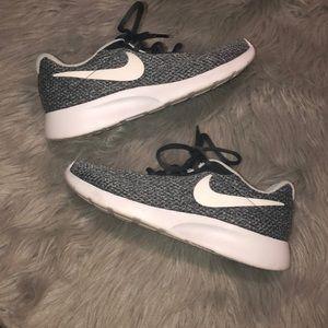 Nike Tanjun SE Women's Running Shoe NWOT